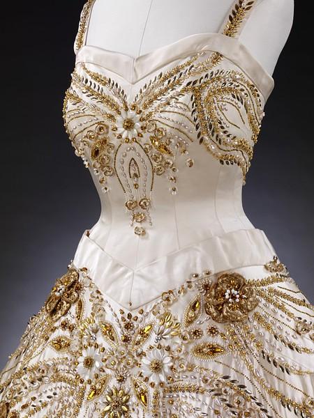 Старинные платья с кружевами